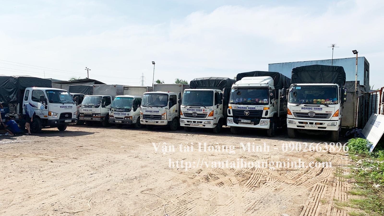 Xe tải chở hàng vận chuyển
