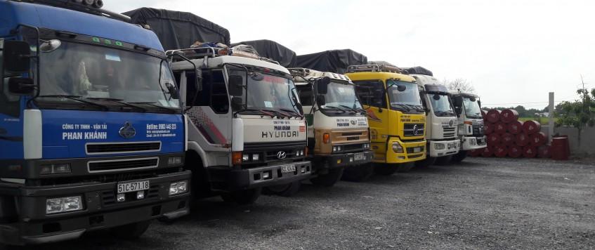 Xe tải chở hàng KCN Long Hậu