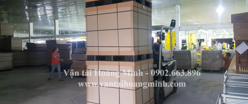 Cho thuê xe nâng tại TPHCM – Bốc, Dỡ hàng hóa, Rút Container
