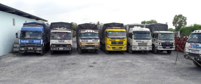 Xe tải chở hàng KCN Nam Tân Lập