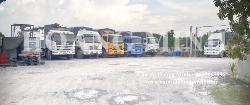 Xe tải chở hàng KCN Becamex