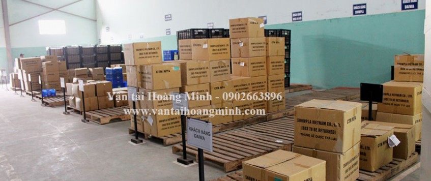 Xe tải chở hàng KCN Định Quán