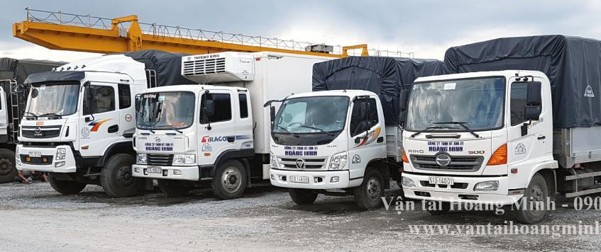 Xe tải chở hàng khu công nghiệp Thới Hiệp