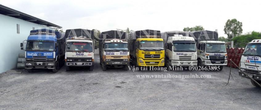 Xe tải chở hàng KCN Tân Thành