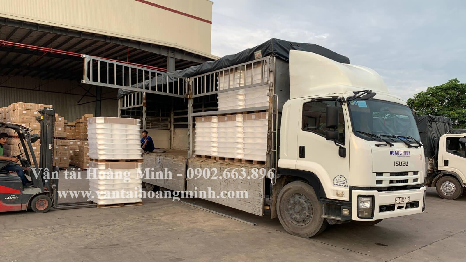 xe tải chở hàng long an