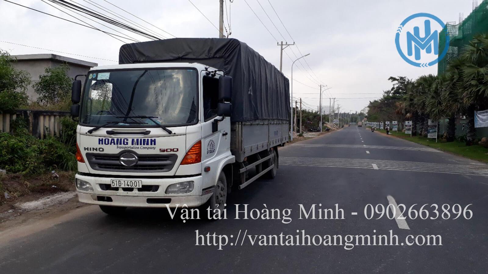 Xe tải chở hàng khu công nghiệp Sóng Thần 3