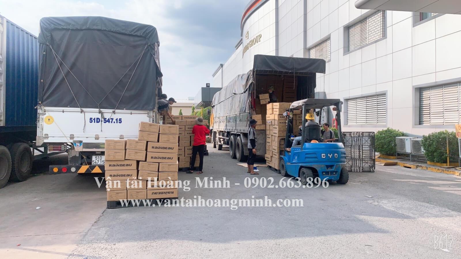 vận chuyển hàng hóa bằng xe 8 tấn