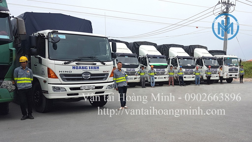 vận chuyển hàng hóa bằng xe tải hoàng minh