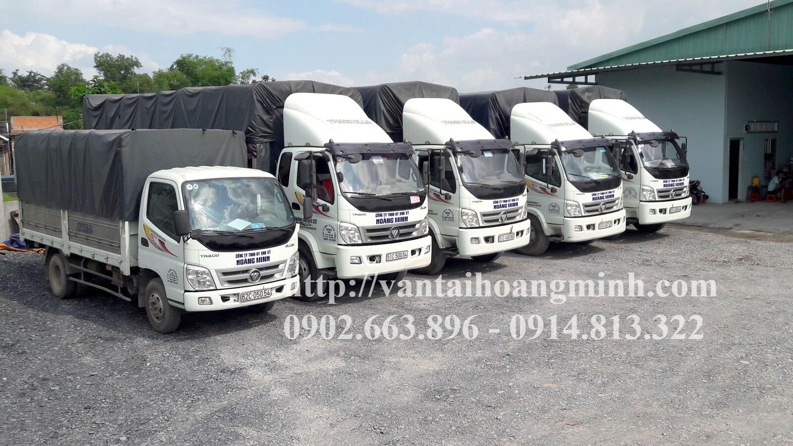 xe tải chở hàng may mặc