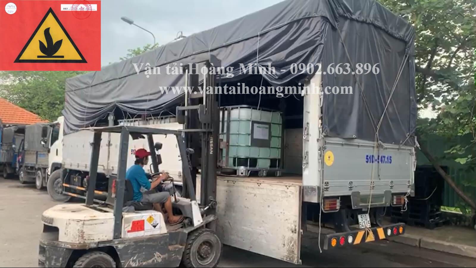 Dịch vụ vận chuyển hoá chất hàng nguy hiểm bằng xe tải
