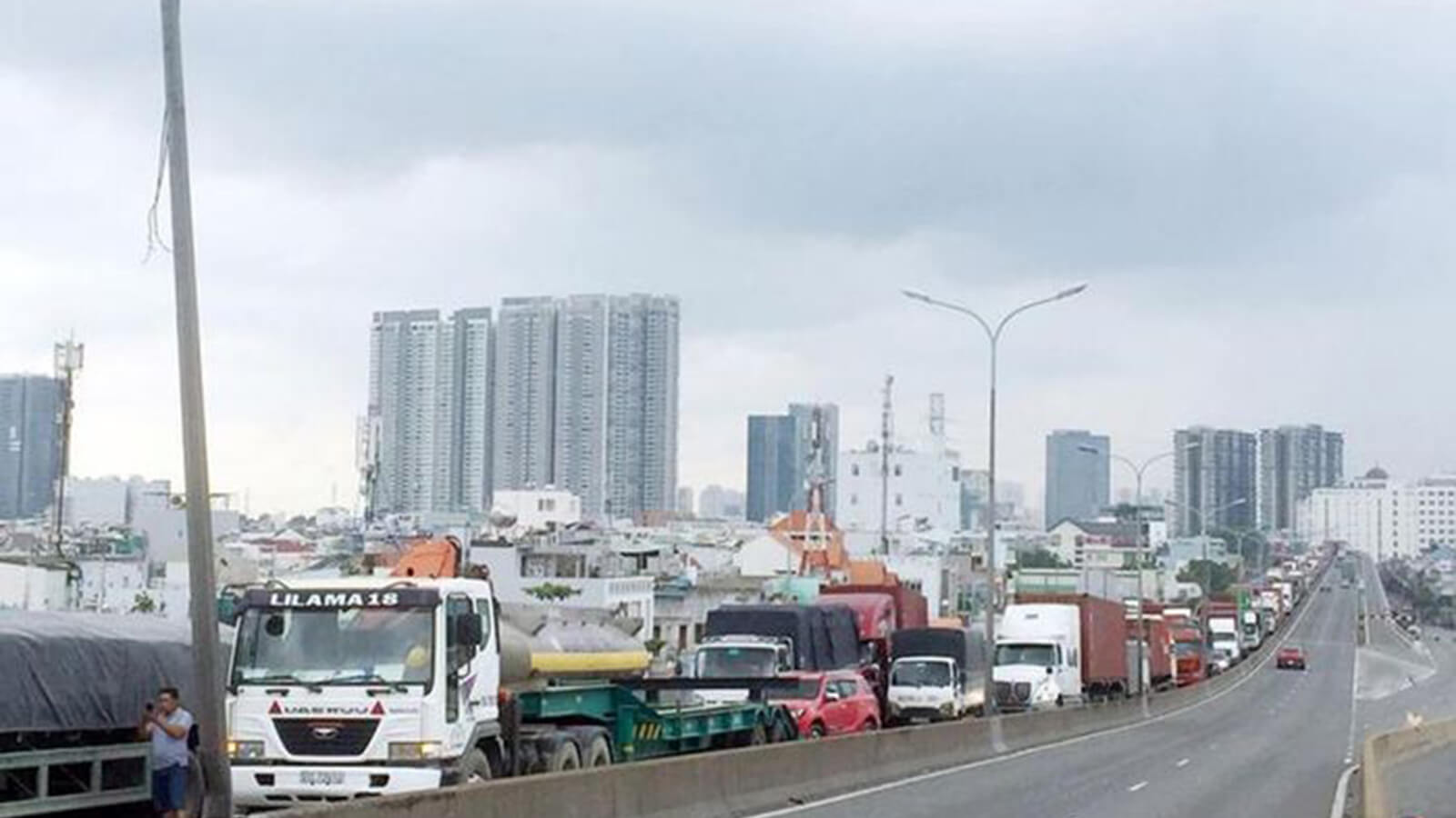 Không kiểm tra giấy xét nghiệm COVID-19 đối với lái xe vận chuyển hàng hóa trong nội vùng 19 tỉnh thành