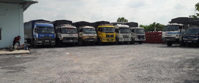 Xe tải chở hàng KCN Loteco