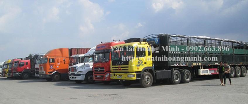 Xe tải chở hàng KCN Bình Chuẩn