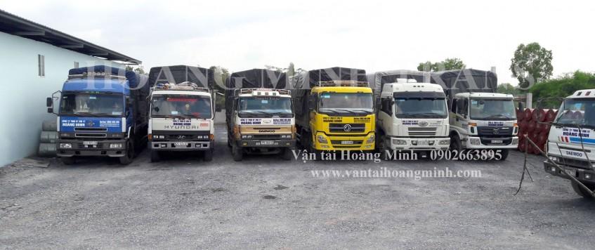 Xe tải chở hàng KCN Dầu Giây